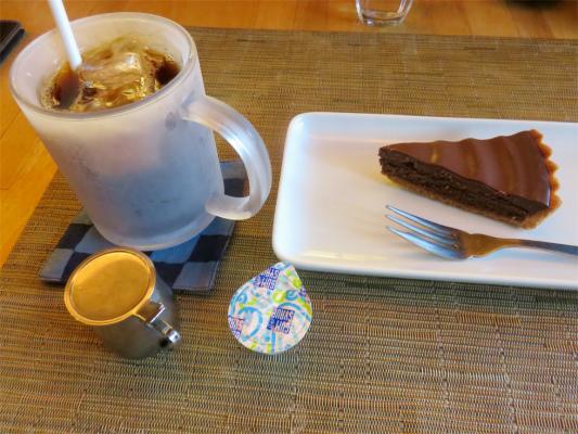 山うかれ雲もアイスコーヒーとチョコレートケーキ