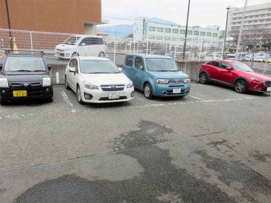 アゼリアの専用駐車場