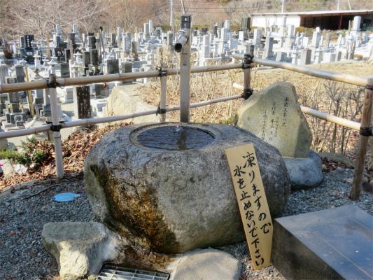 景徳院の水場とお墓