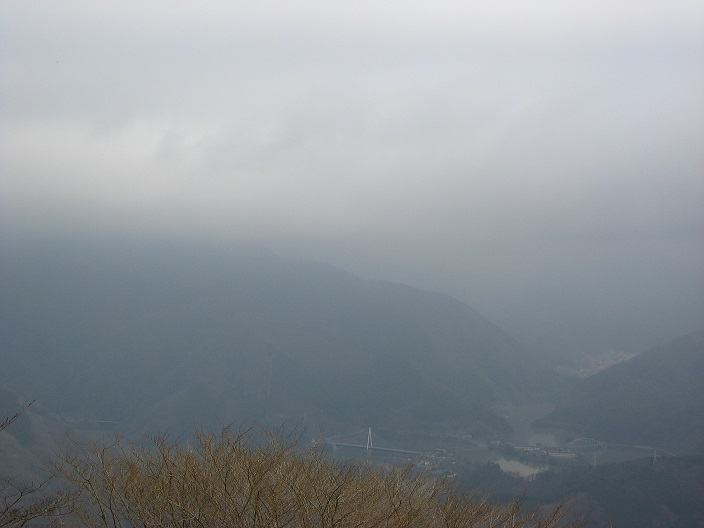 大野山から丹沢湖