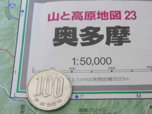 縮尺1:50000の地図100円硬貨1枚は1kmの長さ
