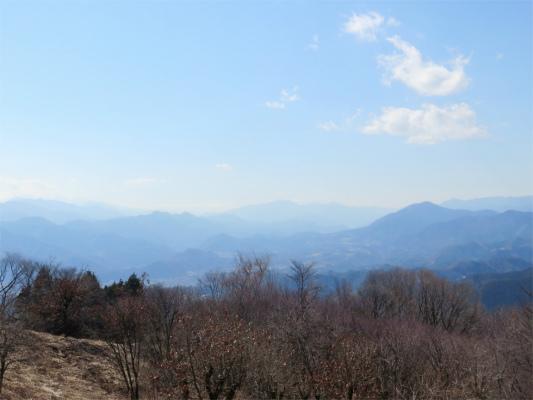 陣馬山富士山が正面に見える