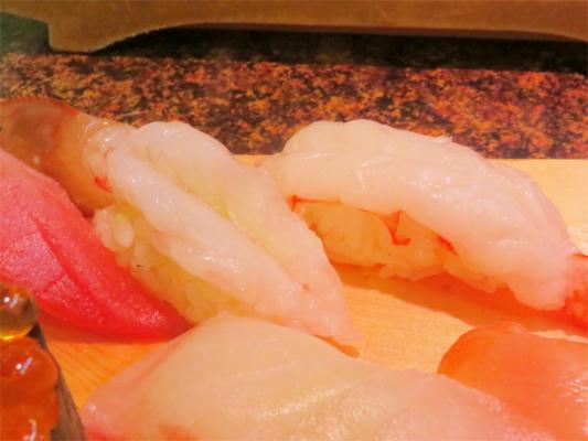 海老マグロ、サーモン磯丸熱海店の寿司