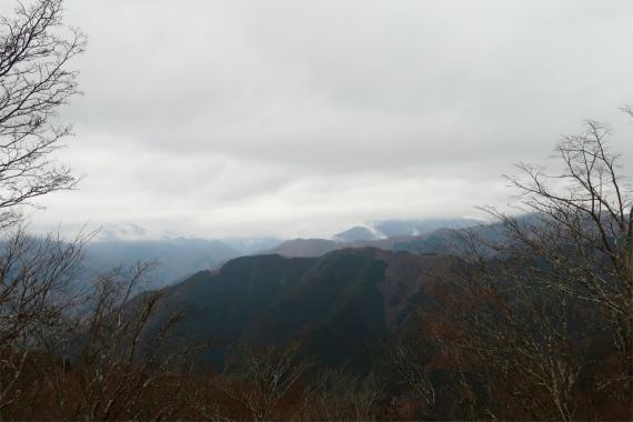 川苔山から石尾根方面の景色