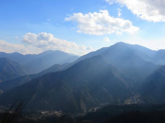 道志山塊縦走登山の景色