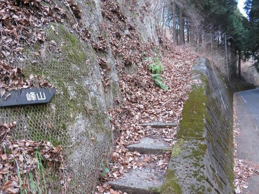 峰山への登り口