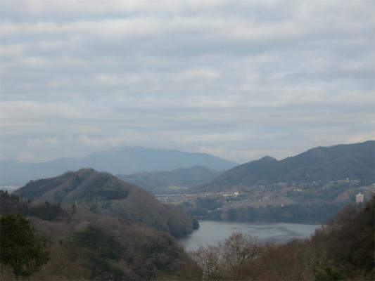 湖と山の景色