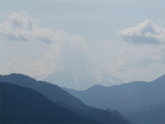 道志山塊から富士山