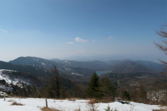 大菩薩連嶺の縦走路から綺麗な富士山