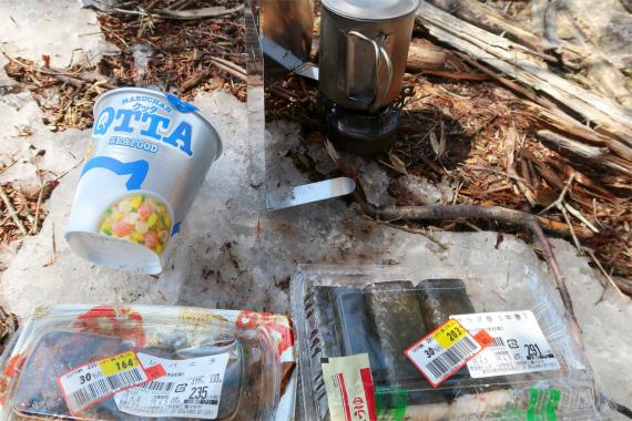 小金沢山で貧乏タイム(昼食)