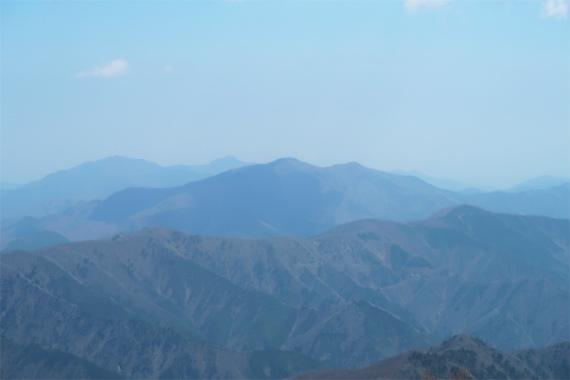 小金沢山の山頂からの奥多摩方面の景色