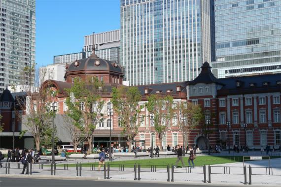 東京駅>千代田口周辺の人混み