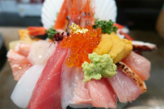 山さん寿司の名物海鮮丼