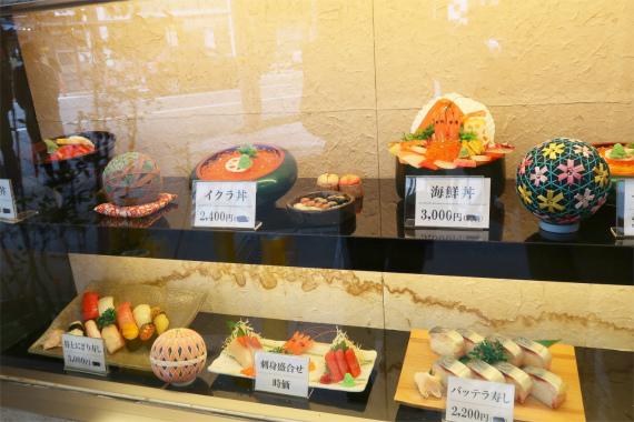山さん寿司の店舗外にある食品サンプル