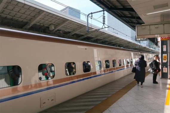 かがやき新幹線フォーム