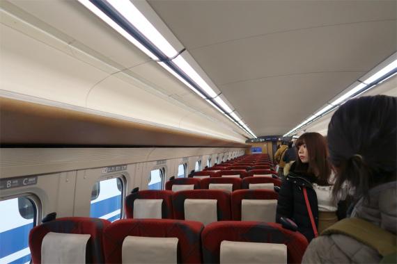かがやき新幹線車内