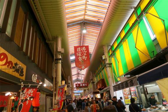 江町市場は凄い混雑で活気に溢れていた