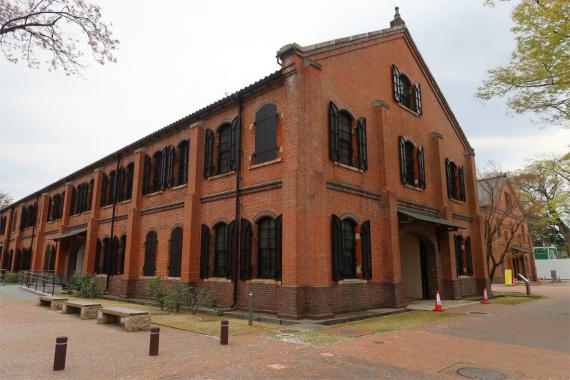 赤レンガ倉庫は明治から大正にかけて建てられた陸軍の兵器庫