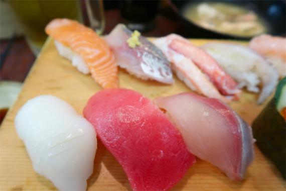 イカ、マグロ、ブリ寿司ネタ