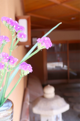 雰囲気の良いひがし茶屋街と花