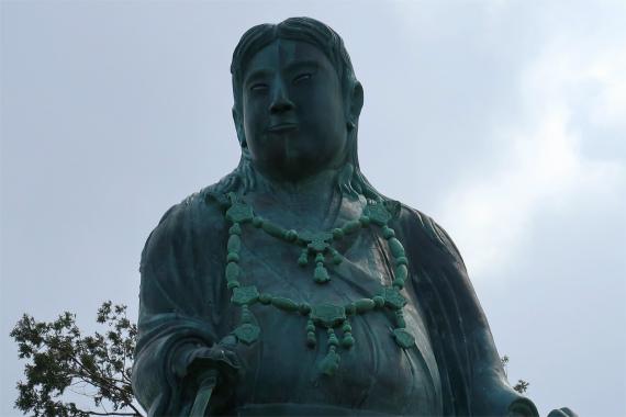 日本武尊像ロバートの秋山さんに似てる