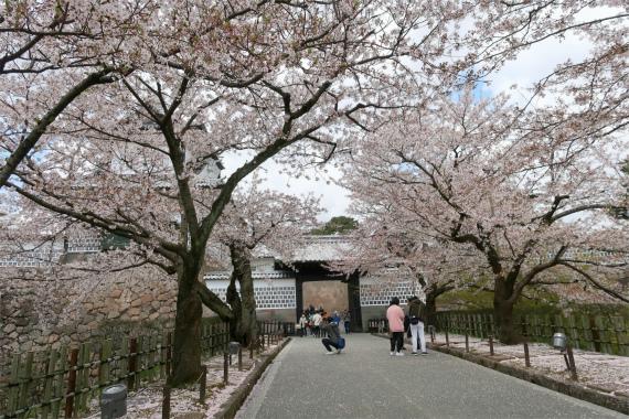 金沢城の見どころの1つ石川門