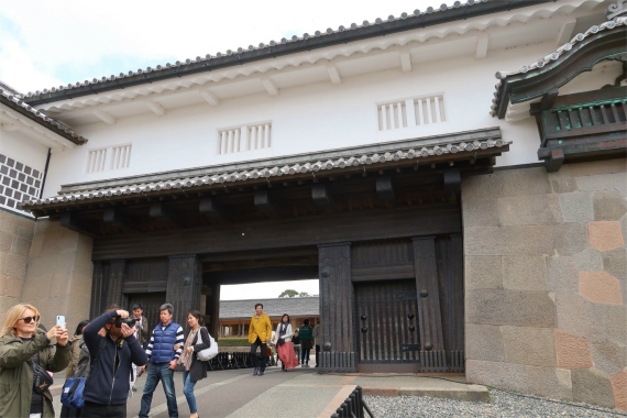 石川門から金沢城へ参上