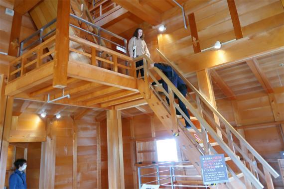五十間長屋の内部急な階段