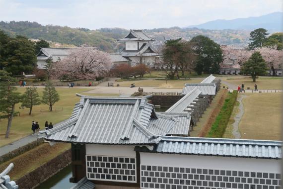 金沢城の石垣とお堀