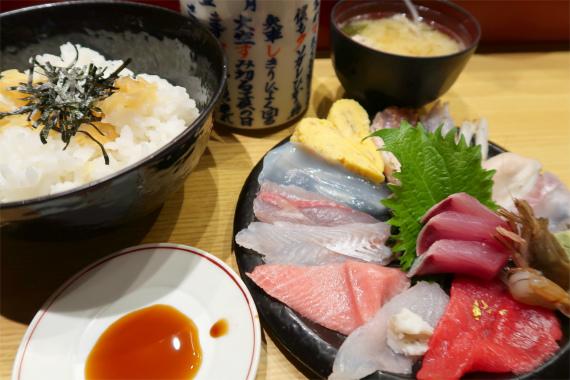 いきいき亭の海鮮丼ネタとシャリが別々