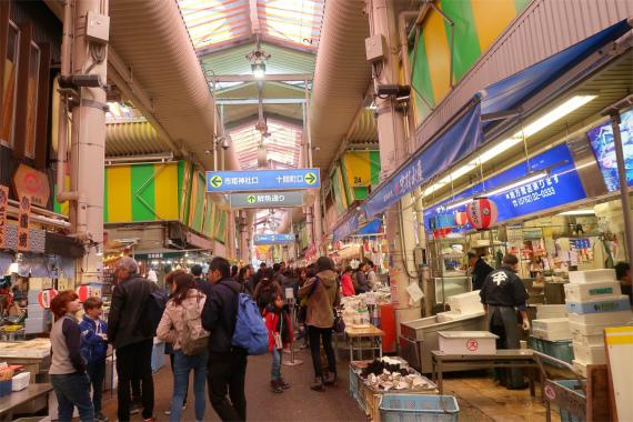 近江町市場外国人観光客も多く