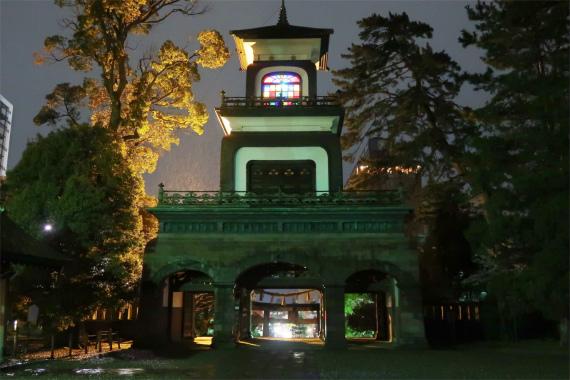金沢の尾山神社スタンドグラスのライトアップ