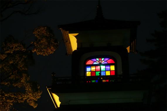 尾山神社のスタンドグラス教会のように見える
