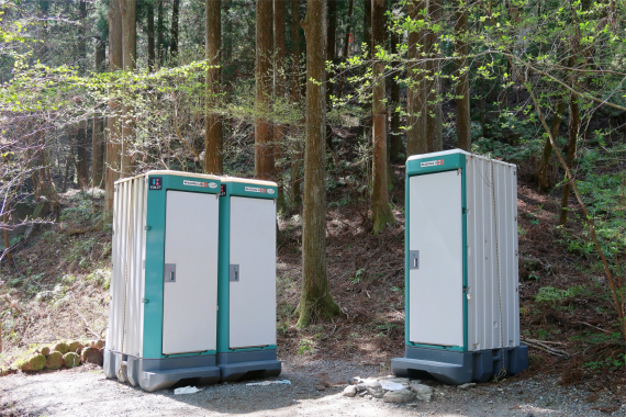 武甲山登山口にあるトイレ