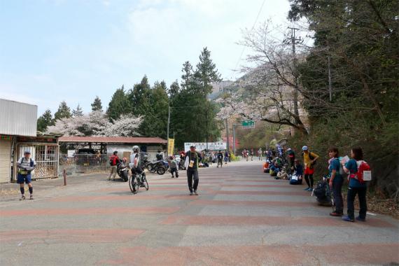 登山者、トレイルラン、サイクリング、走り屋