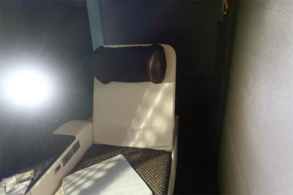 祭の湯のプレミアムラウンジのシートの様子