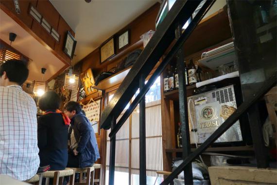 天史郎寿司の店内右手に続く階段