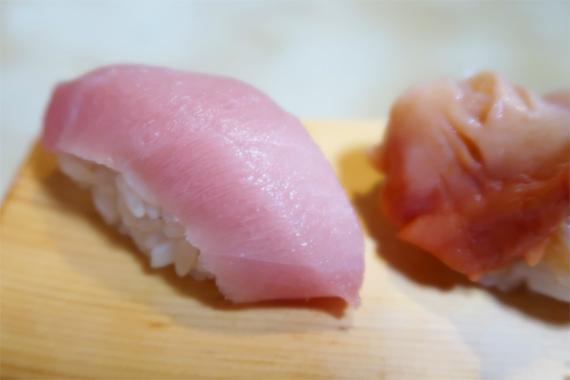 天史郎鮨の握り寿司中トロ