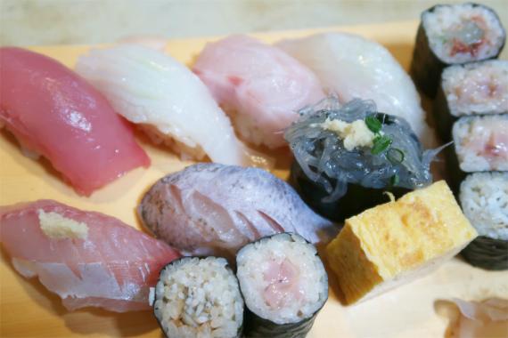 天史郎寿司甘くない赤酢シャリ
