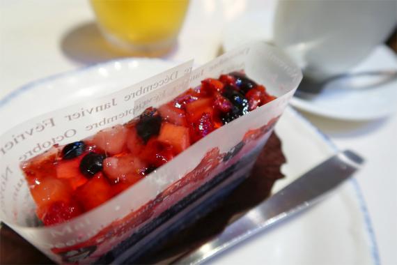 デザートで選んだベリーのケーキ