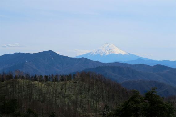 山ノ神土富士山と大菩薩嶺の景色