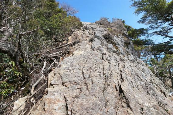 西御殿岩直下の岩登り箇所