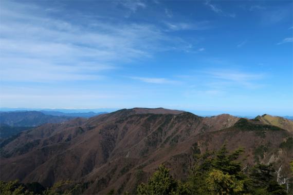 西御殿岩から見る和名倉山
