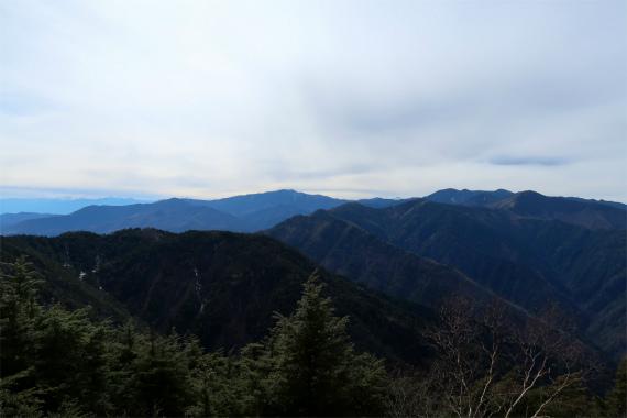 唐松尾山の北側の景色を見ることが出来ます