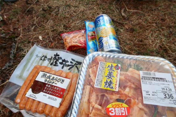 笠取小屋でテント泊した時の食事の様子