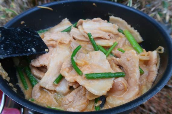 豚の生姜焼き山飯