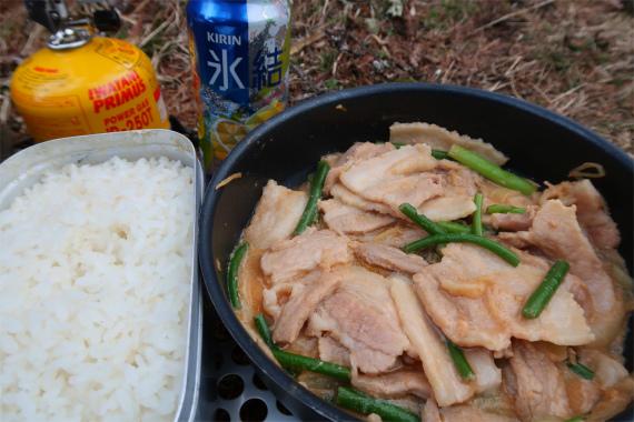 メスティンを使ってお米を炊き