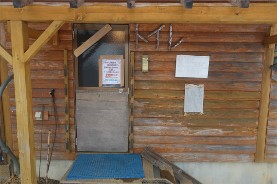 甲武信小屋のトイレ