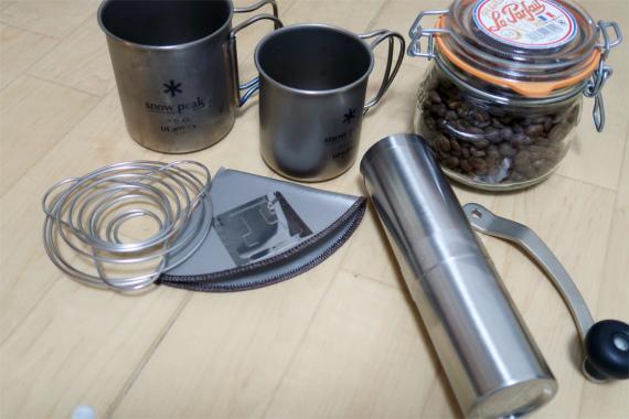 ユニフレームコーヒーバネットCUTEカップに固定コーヒーをドリップするアイテム