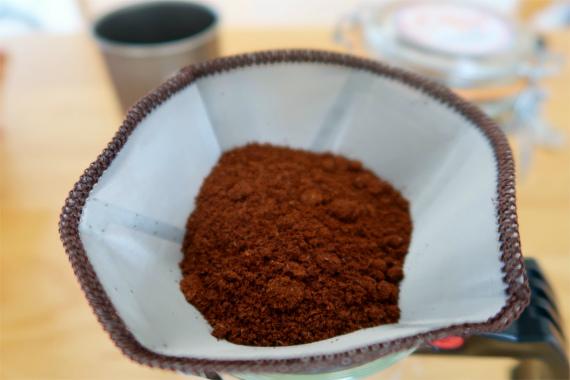 挽き立てのコーヒー豆
